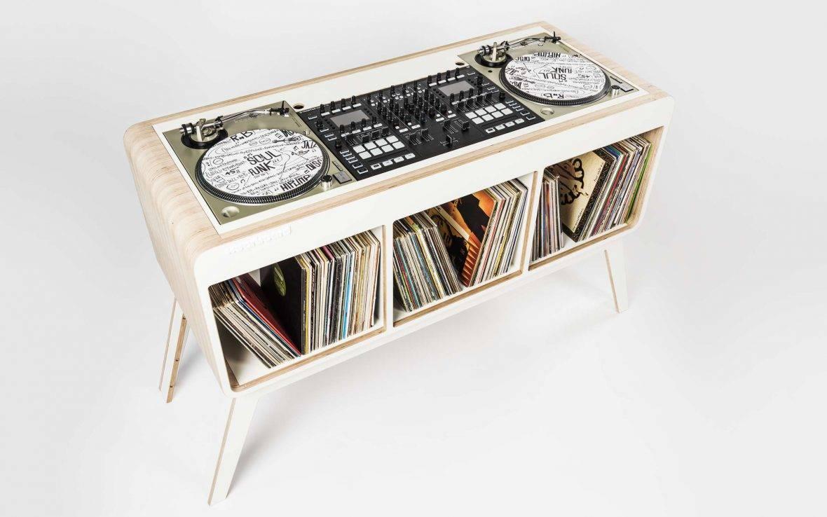 Com.Four DJ stand